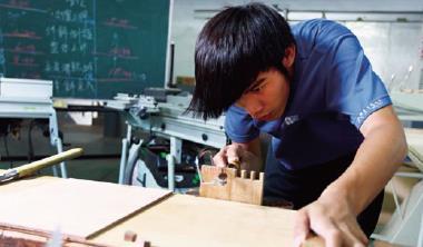 過去支撐台灣經濟成長的年輕技術人才大軍,人數正在減少。