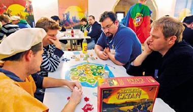 紙盤遊戲卡坦島原被網路打趴,現卻因線上版加持大紅。