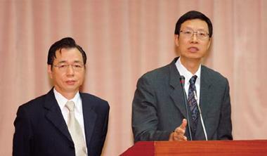 陳裕璋(右)官場權力一把抓,好兄弟李述德(左)民間助控盤。