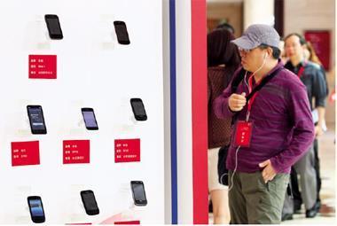 在蘋果高階產品風靡市場過後,大陸平價智慧型手機崛起,具備此商機的科技股,將成為下一波的投資重點。