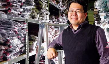 從淘寶網淡出後,莊龍隆回台灣轉戰實體店面,3年開出46家分店,虛實賣場整合。圖為PG美人網設在台南永康的倉庫。