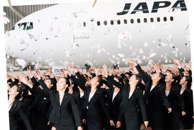 安倍上任後,景氣逐漸好轉,這是日本航空3年來首次招募新人。