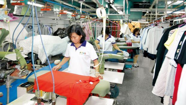 幫兩大超商處理洗衣業務的洗衣廠擁有現代化設備,目前一天約可處理7至8千件衣物。