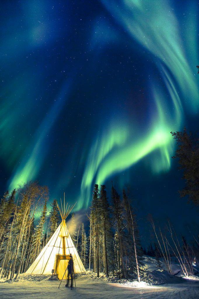 當極光真的出現時,大家真的都是看著天空不停的發出訝異讚嘆之聲 (Aurora Village)