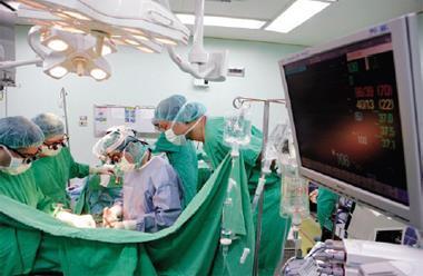 台大醫院醫師不只要看診、教學,還要抽空應付評鑑。