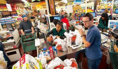 富威超市來自溫哥華,在紐約的十多家分店也強調貨品齊全、維繫熟客關係的理念。