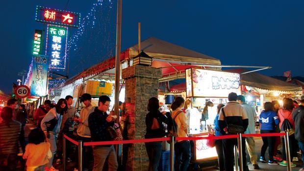 輔大花園夜市是台北地區第一個夜市形態的大型攤販集中場,開幕至今1年多,人氣熱度不減。