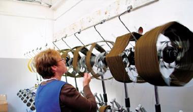 英國羊毛業集中在北方蘭開夏郡、約克郡和蘇格蘭高地,歐洲精品業者採購首選是羊絨製品。