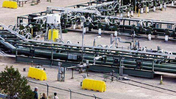 為解決技術問題,中國廣邀國際企業加入,今年3 月荷蘭殼牌確定與中石油公司合作,預計在四川和貴州年投10 億美元探勘費,要找出報酬率最高的開採地點。