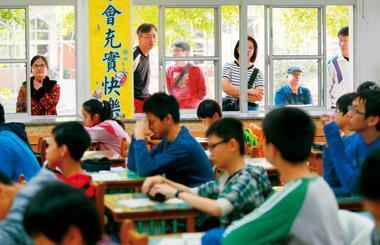 進好大學是家長對小孩的殷殷期盼,但在多元入學體制下,光拚成績還不夠,要鼓勵小孩發展多元興趣。