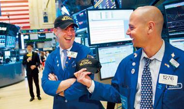 華爾街笑看道瓊指數突破新高點,美國同時也是此波全球股市熱潮的領頭羊。