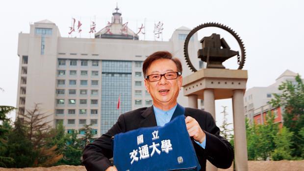 宣明智5月中領軍70多位校友,自費前往北京參加交通大學兩岸五校高峰會,規模歷年來最大。