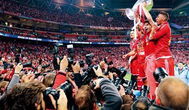 至6月初,拜仁慕尼黑隊連下城池,已是歐洲「三冠王」。