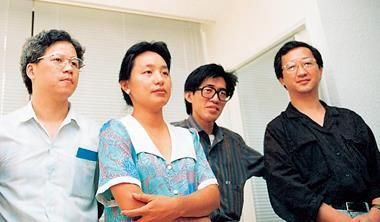 昔日《商業周刊》4先鋒:左起總編何飛鵬、副總編李雅卿、發行人詹宏志、社長金惟純