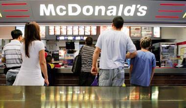 麥當勞午夜供應滿福堡,拉長早餐市場戰線。