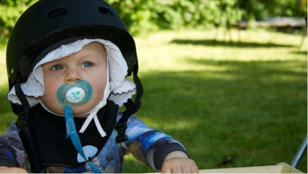 別嫌噁心!醫生推薦防過敏方法:餵小孩吃父母口水