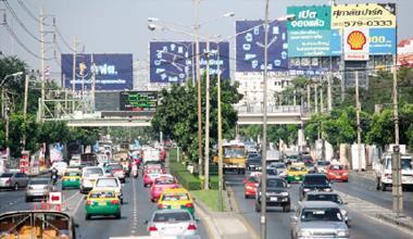人口約700 萬人的曼谷是泰國經濟樞紐,但這座「天使之城」的塞車 情形卻總是令人氣結。