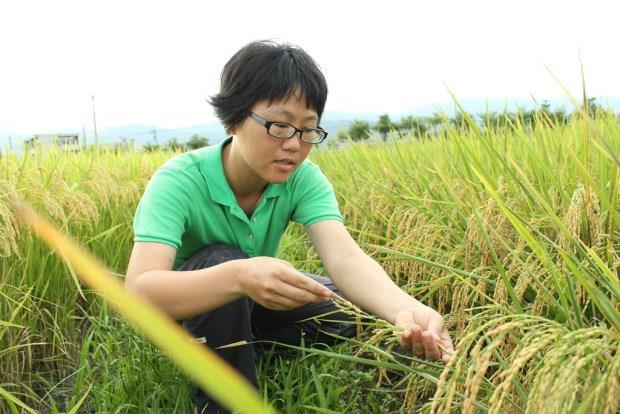 女碩士生休學變農夫,哭出一片好田