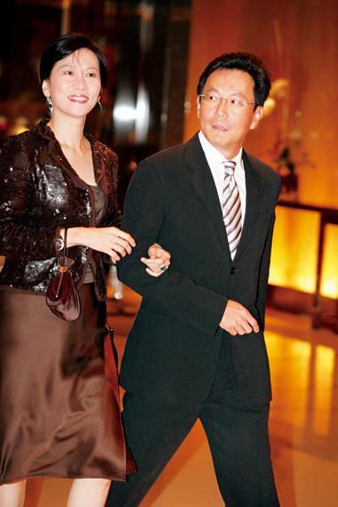 蔡明忠(右)、陳藹玲(左)夫婦分進合擊,投資兩家新創網路媒體,可望為媒體業帶來新氣象。