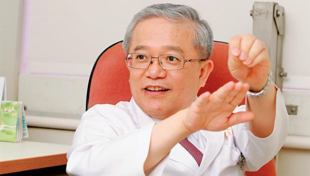 長庚醫院胃腸肝膽科系主任、台灣消化系醫學會理事 邱正堂