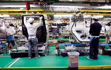 汽車與家電是日本製造業的火車頭,但因為守舊,製造業競爭力指數,預估5年後掉出全球10強外。