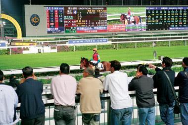 鄧小平曾承諾,香港在一九九七年回歸後「馬照跑」,才創下今日賽馬經濟的規模。