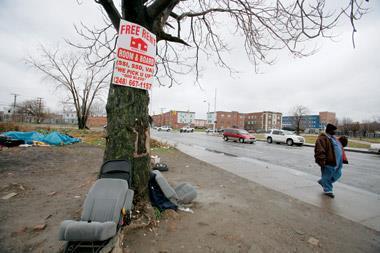 目前底特律的房價已是全美最低,卻還乏人問津,昔日世界車城如今成了「鬼城」。