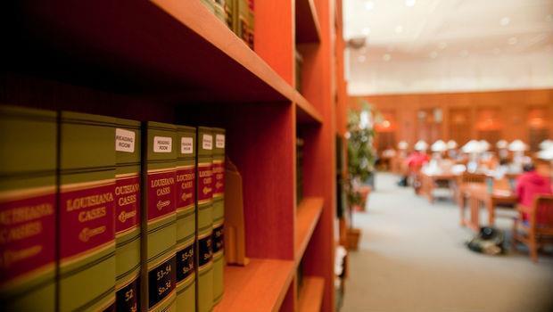 猛背法條VS.咖啡店打工 哪個能成為正義的法律人? - 商業周刊