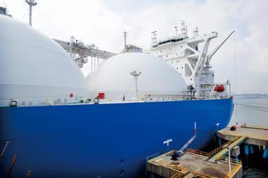 台灣天然氣用量高居世界前五,一年要二百艘的LNG船來運,平均不到二天就要有一艘LNG 船靠港,一旦延誤就可能有斷氣危機。