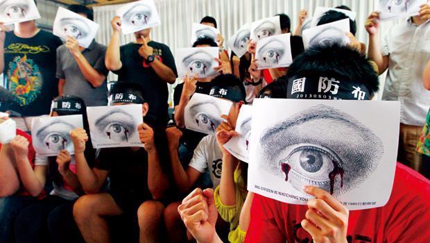 拿起群策群力發想的「公民之眼」圖案(圖),聯盟成員要對政府大喊:我們才是主人!