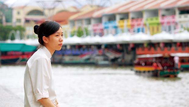 18歲的陳雅茹,她第一次出國,就是去「做工」。