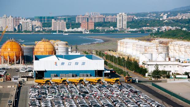 位在新北市八里的台北港,已成為汽車組裝的大本營之一,是「前店後廠」的最佳示範點。