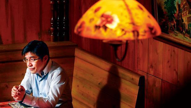 靠一雙洗過上百萬個碗盤的雙手,盧俊賢誓言在三年內,讓一家巷弄名店搏出上市櫃的新局面。