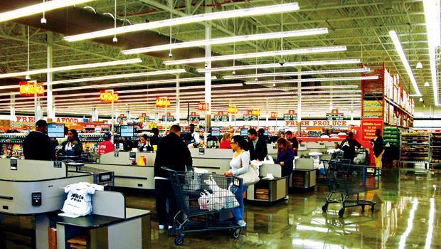 共贏不收信用卡,還讓顧客自行裝袋,一切省錢的舉措都以價格直接回饋消費者。