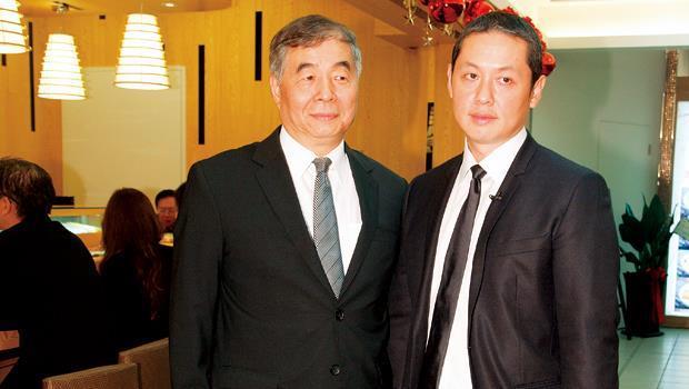微風廖偉志(左)、廖鎮漢(右)拿下momo 百貨經營權後版圖大增。