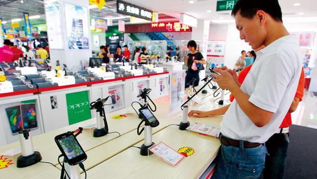 中國數量龐大的白牌手機,與平均新台幣5,000 元就可入手一台的白牌平板電腦,市占率打贏蘋果,意外嘉惠了面板供應商彩晶。