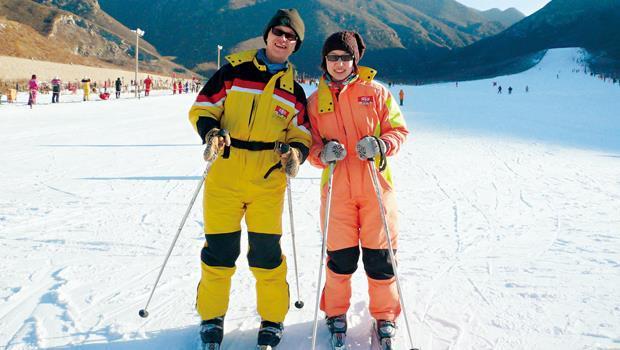 瞬間停格。2009年元旦,這是許超彥(左)意外前,最後一張靠自己力量站起來的照片。