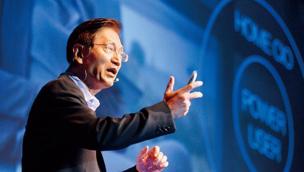 身為PC 品牌中少數握有滿滿現金的公司,曾錯失買下IBM 的機會,華碩董事長施崇棠是否會選在此時出手購併令人格外好奇。