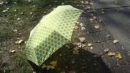 不怕弄濕包包 能收納在寶特瓶的折疊傘