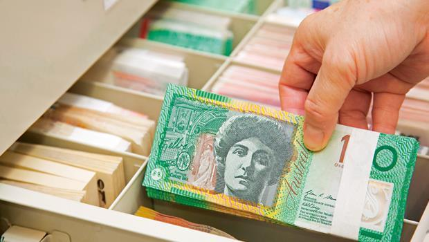 澳幣定存利率降至低點,匯率短線跌深反彈,搶短的投資人要留意風險,避免匯損吃掉利息。