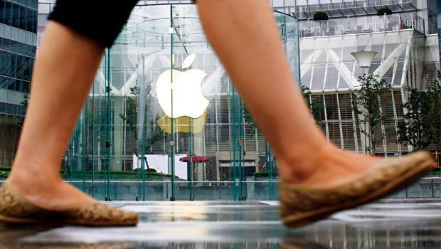 蘋果上海零售店是中國「果粉」的朝聖地,但光靠單一高價機種已無法滿足龐大消費者,更別說與「高規低價」的中國自有品牌競爭。