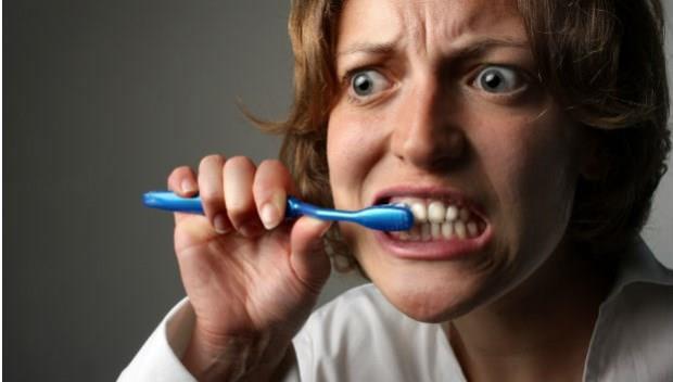 拔牙後的洞老是塞殘渣,該怎麼照護才不會發炎?