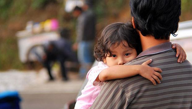 別讓孩子記恨你一輩子:不管多丟臉,都要和他站同一邊