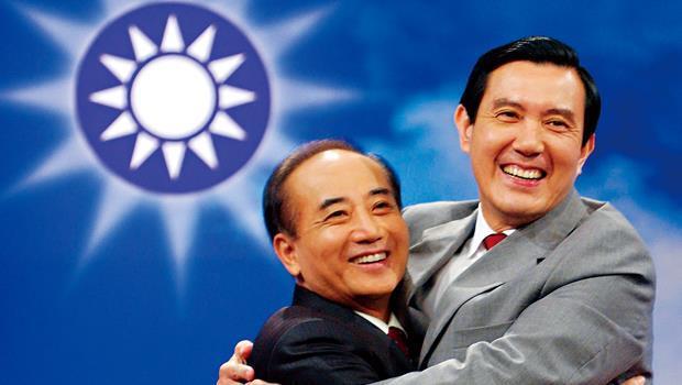 8年前黨主席之爭,政壇老鳥王金平(左)敗給媒體金童馬英九(右),從此注定兩人貌合神離、檯面下互踹。圖為2005年黨主席選前政見發表會。