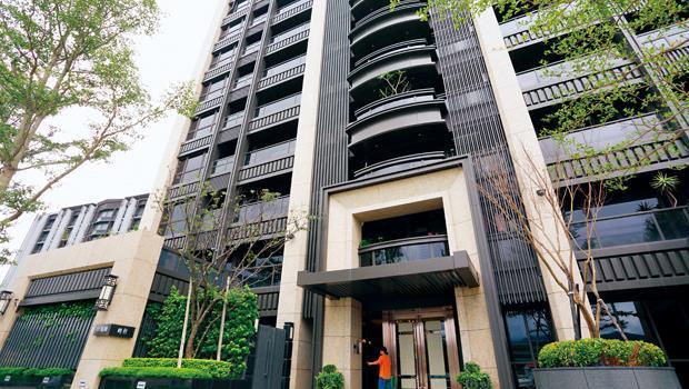 台北市內湖五期部分建案,建商掛羊頭賣狗肉,疑似將商辦當豪宅販售,遭北市府開罰30萬元。