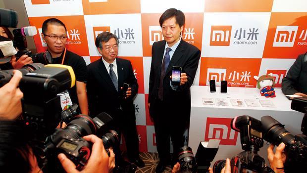 小米創辦人雷軍(右)與林斌幾乎每個月來台,目的是要攜手台灣供應鏈,打造華人的蘋果。