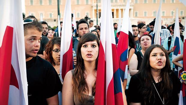 希臘政府經濟難題未解,民眾示威不斷。許多專業人士陸續出走,連高中畢業生都出國讀大學。
