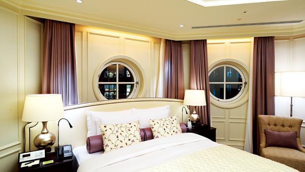 名為Maisonette 的房型根據建築特性呈現多角形,圓窗可眺望附近丸之內的街景。