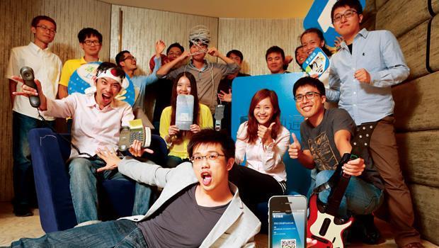 盈科泛利創辦人之一謝耀輝(中)鼓勵員工「沒大沒小」,隨時嘗試用新發現來「革命」公司,才能一直走在前方。