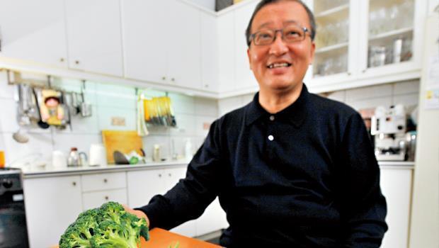林向愷:台大經濟系退休教授,不僅研究經濟,更擅烹調。著有《破解大廚秘方》。